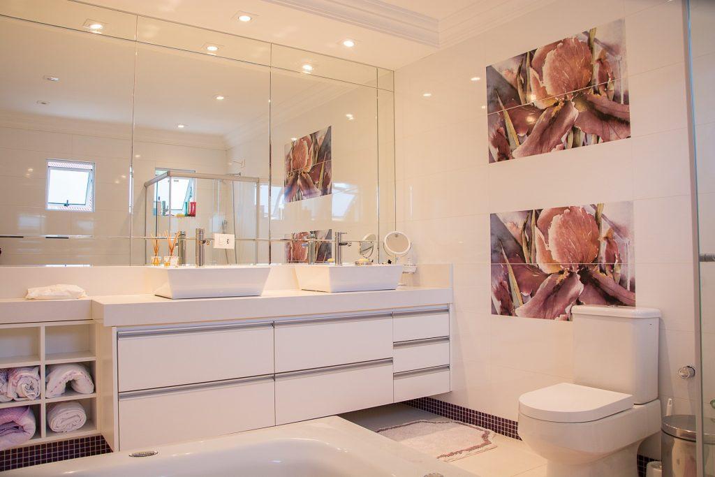 salle de bain lumière spots